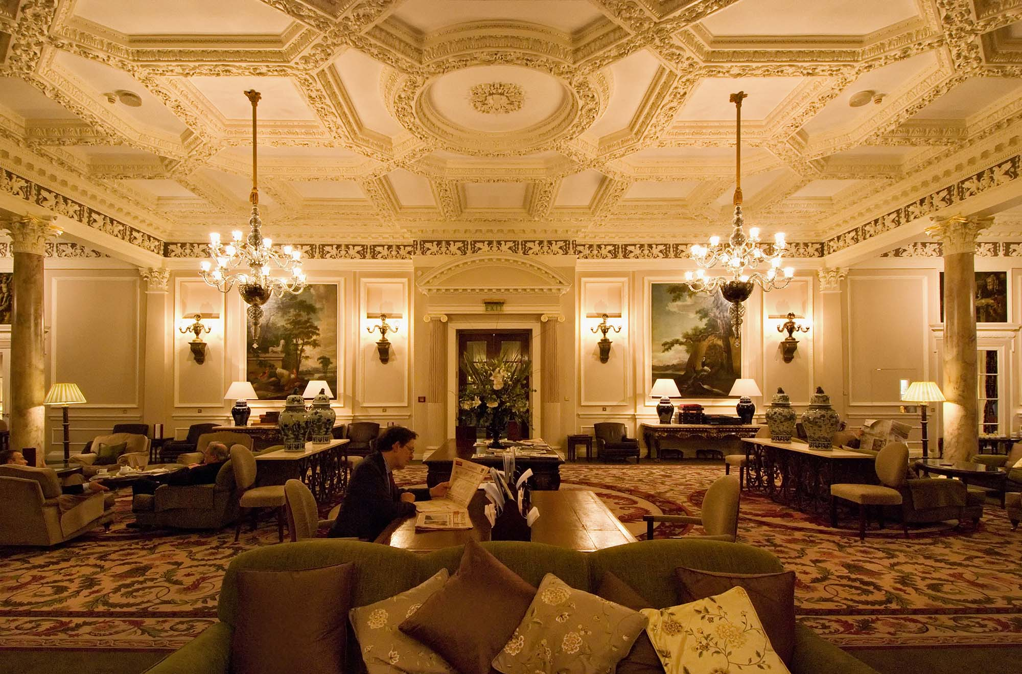 pall mall mature dating site Best of money: single, dating and paying a very high price my prospective matchmaker used the institute of directors' building in pall mall as her virtual office.